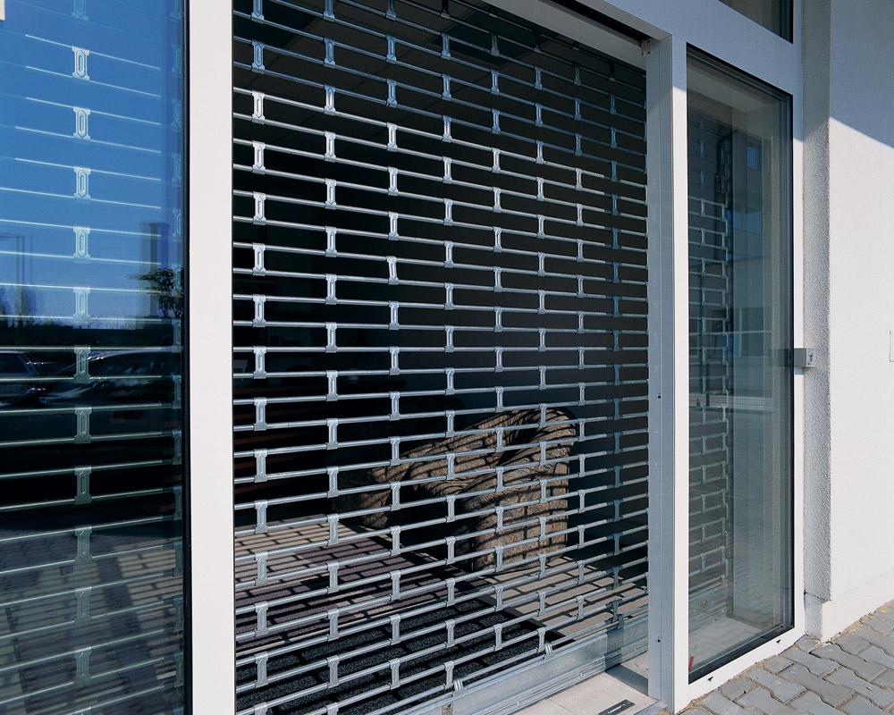 Serrande tubolari in acciaio serrande avvolgibili per for Garage con negozio
