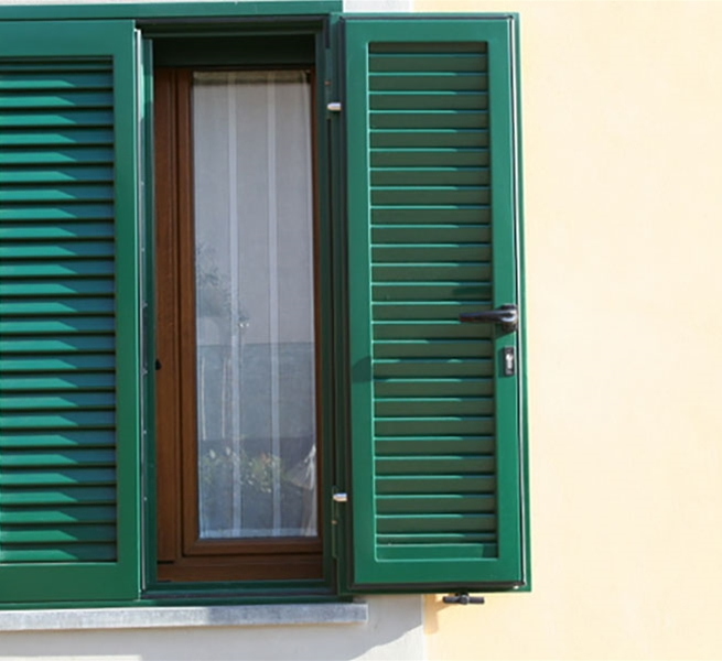 Persiane blindate in acciaio per porte e finestre conegliano serramenti - Porte e finestre blindate ...